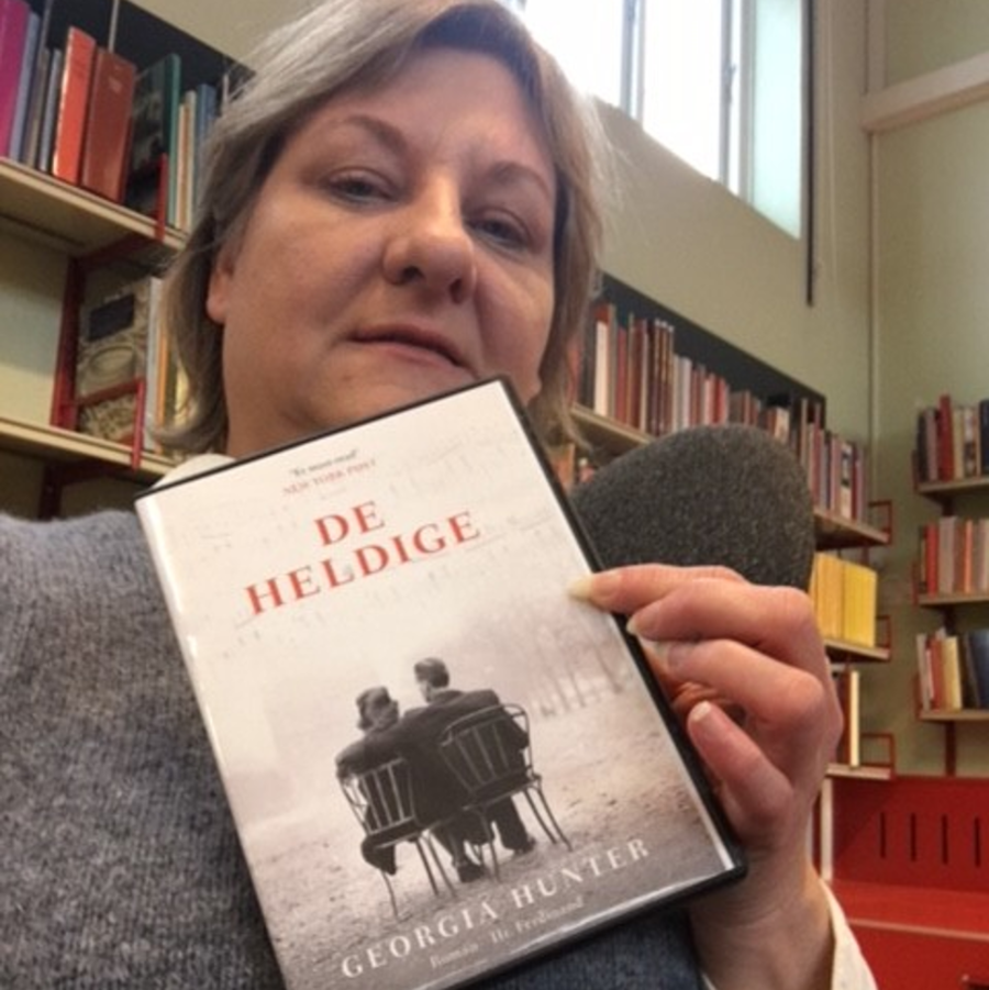 Bibliotekar med bog: De heldige