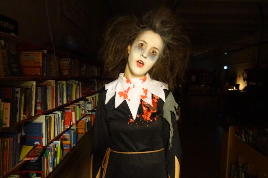 Bibliotekar klar til halloween