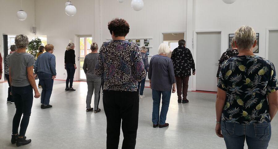 mennesker danser linedance