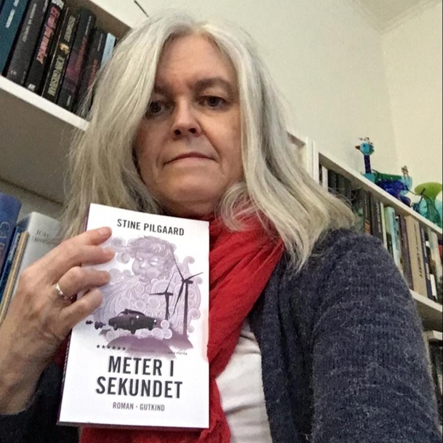 Bibliotekar med bog: meter i sekundet